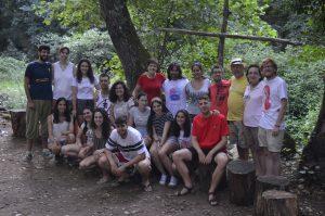Grupo univesidad en el campamento JEC Extremadura 2018 junto a Teo, consiliario nacional de MJRC